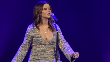 iHeartCountry - Maren Morris Shares Crop Top Baby Bump Photo In Her Third Trimester