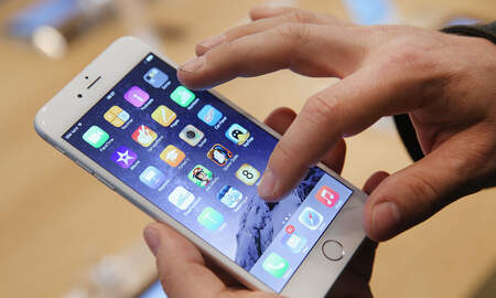 Entertainment News - New Low-Cost iPhone Reportedly Being Released In March