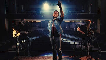 iHeartCountry - Scotty McCreery Debuts 'Five More Minutes (Acoustic)' Music Video