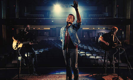Music News - Scotty McCreery Debuts 'Five More Minutes (Acoustic)' Music Video