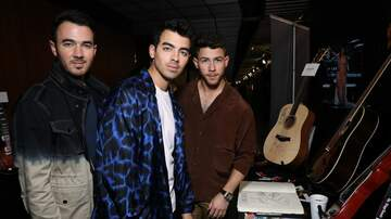 Sandy - Major LOL! Jonas Brothers Go Day Drinking With Seth Meyers In NYC