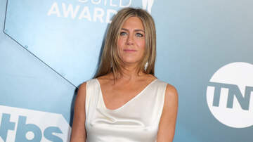 Maui - Jennifer Aniston Surprises Friends Fans On TV Show Set