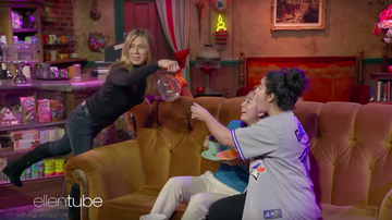 Entertainment News - Jennifer Aniston Surprised 'Friends' Fans On Central Perk Set
