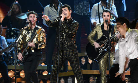 Trending - Jonas Brothers Deliver Fiery 'What A Man Gotta Do' Grammy Performance