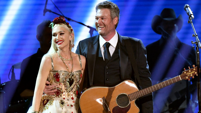 Blake Shelton, Gwen Stefani Give Romantic Performance Of 'Nobody But You'