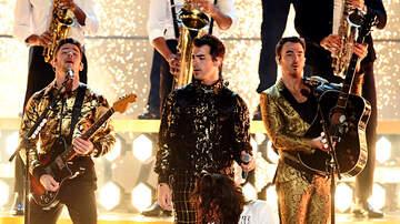 Brian Price - Internet Thinks Nick Jonas Had Food In His Teeth During GRAMMY Performance