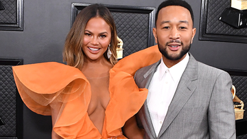 Trending - Chrissy Teigen Responds To Troll Saying John Legend Looked Like 'A Fool'