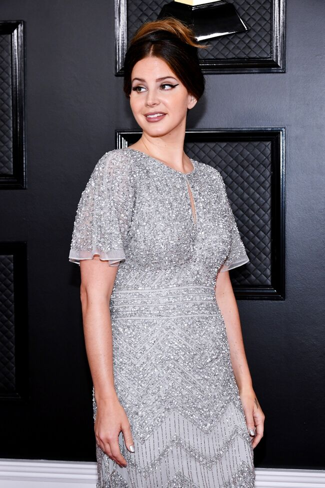 Lana Del Rey Casually Reveals She Picked Up Her Grammys Dress At The Mall
