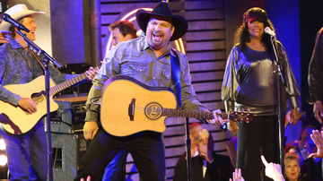 Music News - Garth Brooks Reveals First Stop Of 'Dive Bar Tour' In 2020