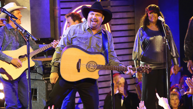 Garth Brooks Reveals First Stop Of 'Dive Bar Tour' In 2020