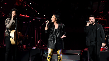 image for Demi Lovato Joins Dan + Shay For 'Speechless' Duet At Pre-Super Bowl Show