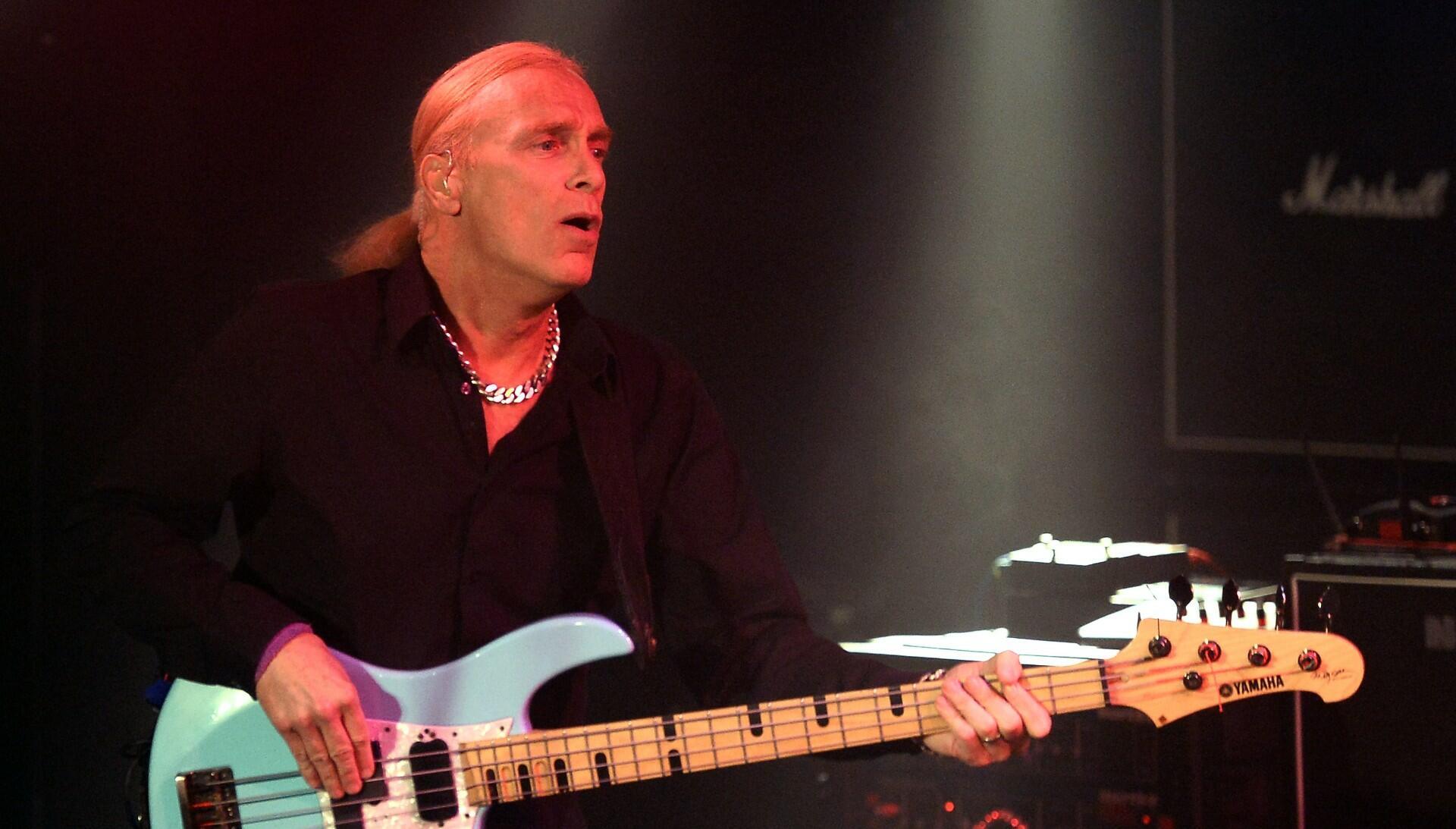 """Billy Sheehan Clarifies That Van Halen Never Made Him An """"Official Offer"""""""