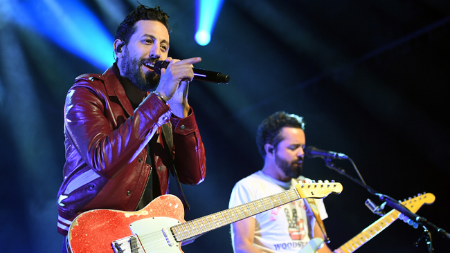 Old Dominion Helps With Fans' Clever Gender Reveal During Show
