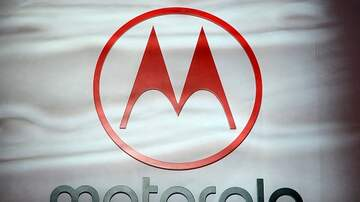 image for New Color Motorola Razr Smartphone Shown Off by Models and Influencers