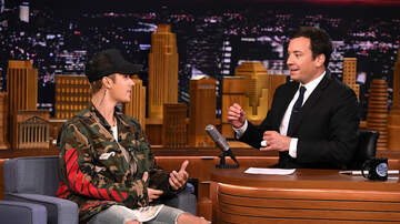 image for VIDEO : Justin Bieber Teaches Jimmy Fallon How To Do The Hockey