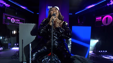 image for Lizzo Covers Harry Styles' Adore you In Dramatic Fashion