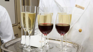 image for Hoy es Día Nacional para  beber Vino