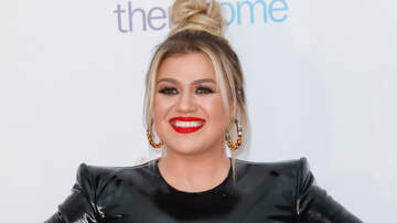 image for Kelly Clarkson Covers Travis Tritt With Serious Country Soul
