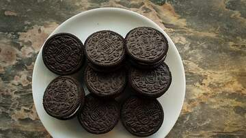 image for United Airlines Is Replacing Biscoff Cookies With Oreo Thins!