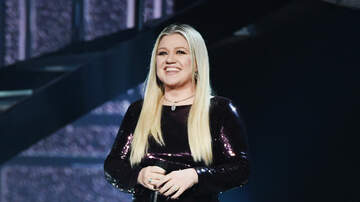 image for Kelly Clarkson Says This Is How She Would Look With A Boob Job