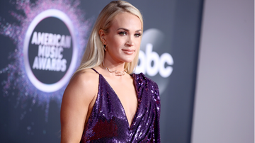 image for Carrie Underwood Moved To Tears As 'Cry Pretty' Earns Platinum Status