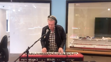 image for Elvis Duran Shocks Morning Show With Piano Skills