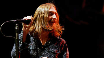 image for Chris Robinson Asks Crowd To Shut Up & Pay Attention At Acoustic Show
