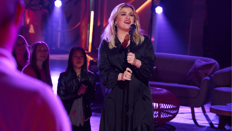 Kelly Clarkson Surprises Route 91 Survivors With 'Ambush Love Song' | iHeartRadio
