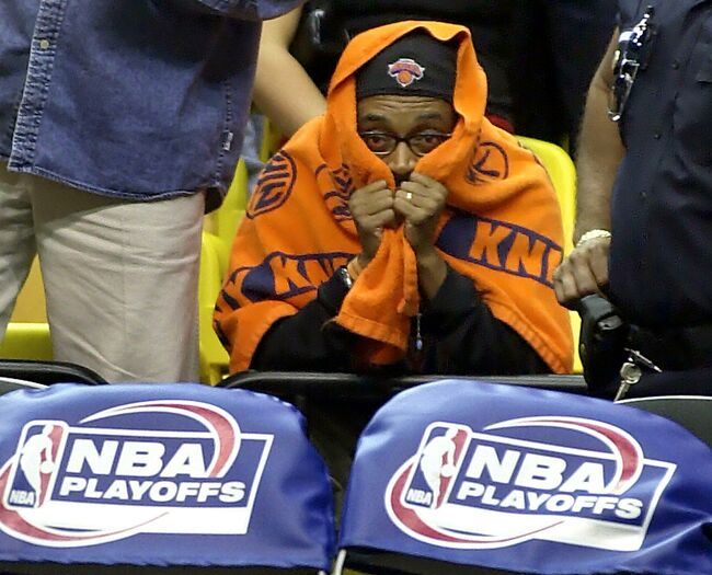 New York Film Director and Knicks fan Spike Lee si