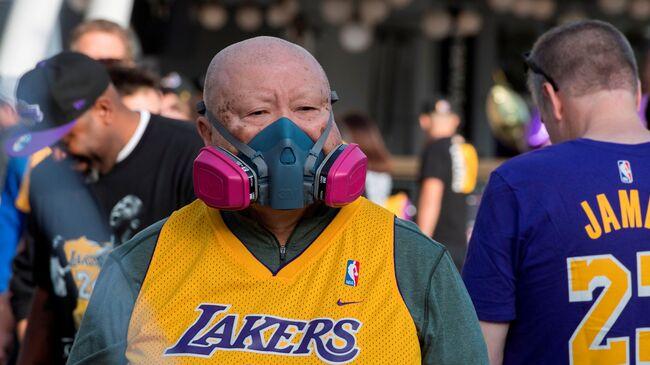 Fan with Coronavirus Mask