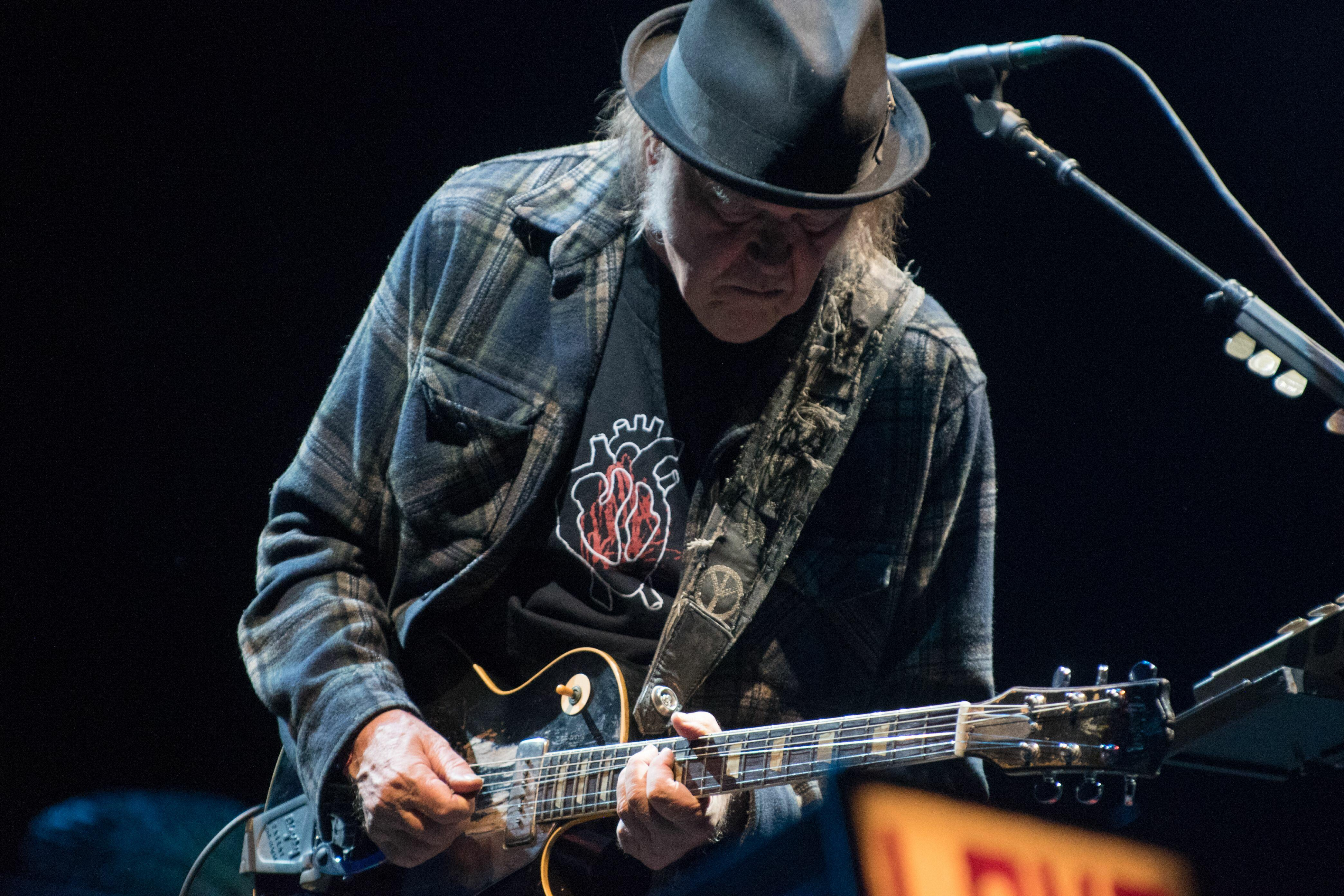 Neil Young To Launch Concert Series From His Living Room