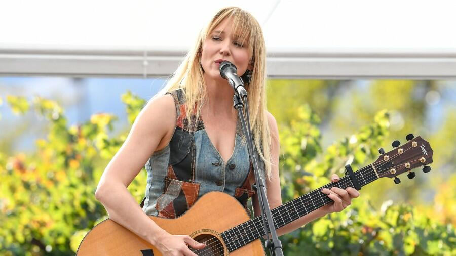 Jewel's 'Live From San Quarantine' Concert Is Just One Click Away