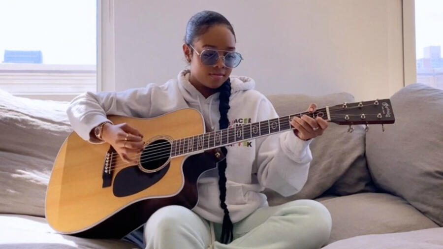 H.E.R. Encourages Us To 'Keep Holding On' During Living Room Concert