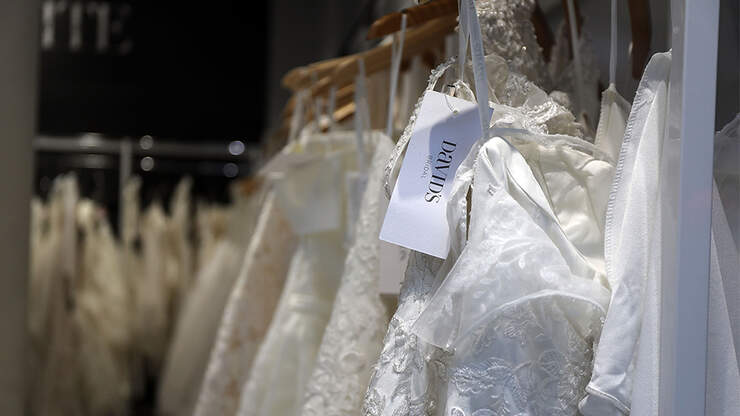 Cops Track Down Porch Pirates Who Stole Wedding Dress | KFI AM 640