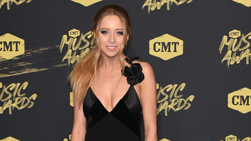 image for Kalie Shorr Reveals Coronavirus Diagnosis Despite Being Quarantined