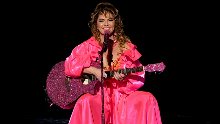 Shania Twain's Horse Gets Up Close And Personal During Performance