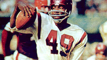 image for NFL Hall Of Famer Bobby Mitchell Dies At 84