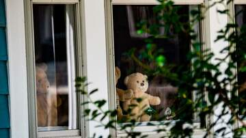 image for Southern California Neighborhoods Are Participating in Teddy Bear Hunts