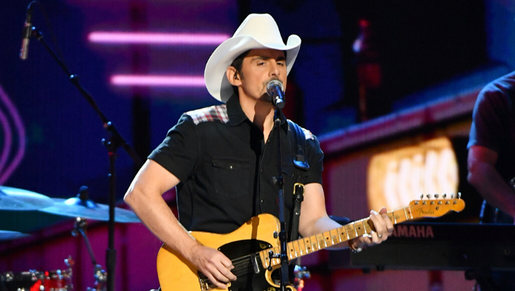 Brad Paisley Drops Lively New Quarantine Drinking Anthem, 'No I In Beer'
