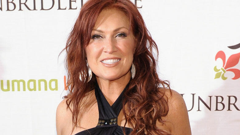 Jo Dee Messina Pays Tribute To Mom's Passing With Video