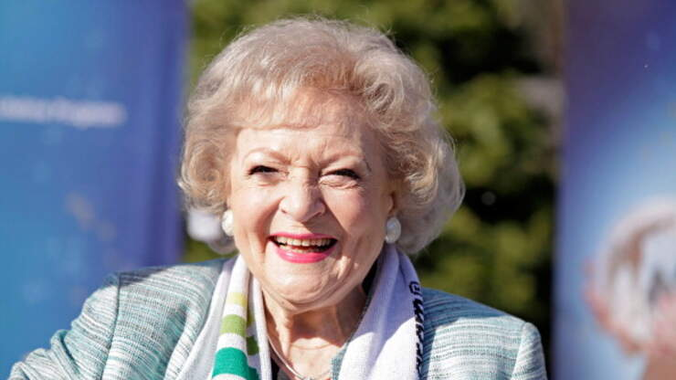 Betty White To Star In A Lifetime Network Christmas Movie | iHeart80s @ 103.7 | Martha Quinn