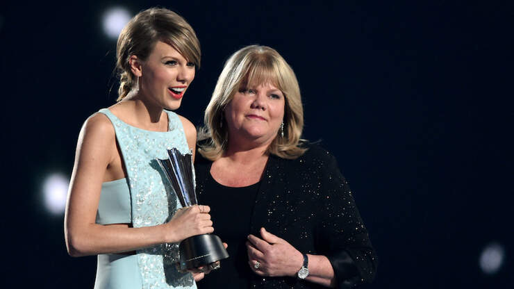 Taylor Swift Honors Mom Andrea With The Sweetest Mother's Day Tribute | KIIS FM