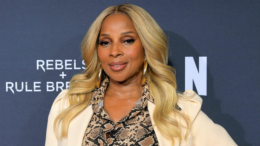 Mary J Blige Gets Poetic In Her Commencement Speech: 'Time Was Flying'