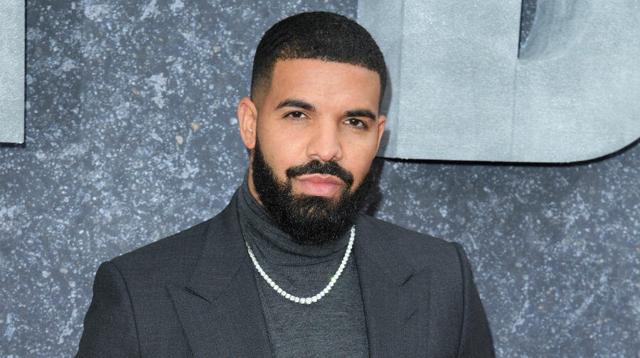 Drake Flexes In Recovery Workout Post Knee Surgery