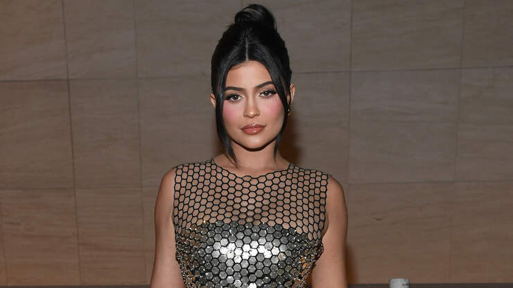 Kylie Jenner Bares Major Cleavage In Sizzling New Selfie | Z100