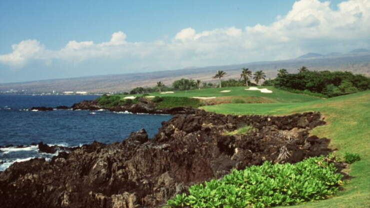 Arizona Woman Arrested In Hawaii After Failing To Quarantine Upon Arriving | iHeart80s @ 103.7 | Trending in the Bay