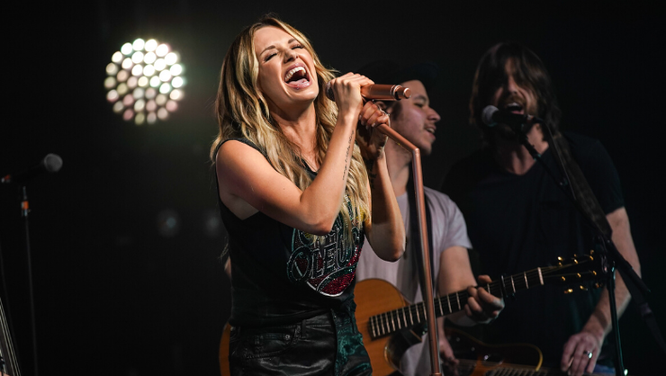 Carly Pearce Tearfully Debuts New Song Dedicated To Late Producer Busbee
