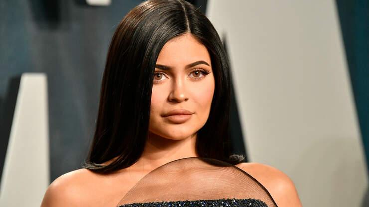 Ever Wonder What Kylie Jenner Keeps Inside Her Birkin Bag?