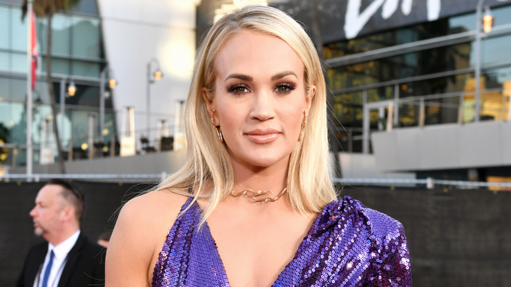 Hot Mama! Carrie Underwood Shows Off Rock Hard Abs After Baby