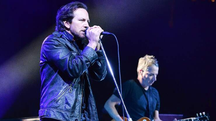 Pearl Jam Pays Tribute To 9 Fans Killed During The 2000 Roskilde Festival